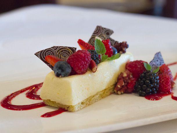 Lemon mousse bar with berries