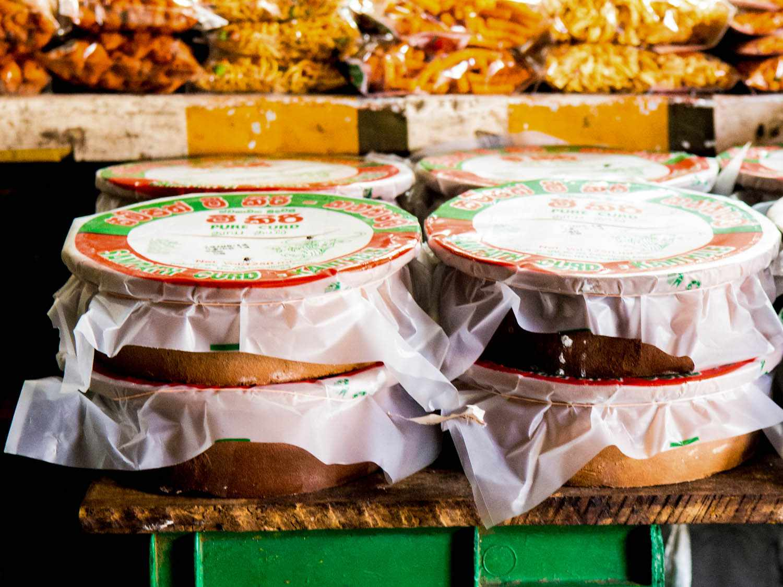 20140802-sri-lankan-food-curd-pots-naomi-tomky.jpg