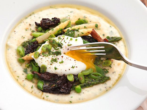 Cheesy grits with spring vegetables