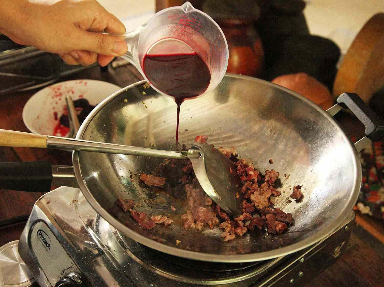 20140707-small-house-thai-cooking-school-larb-moo-muang-2.jpg
