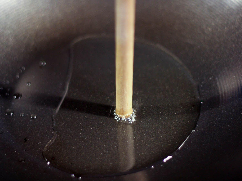 wooden-spoon-oil-temperature.jpg
