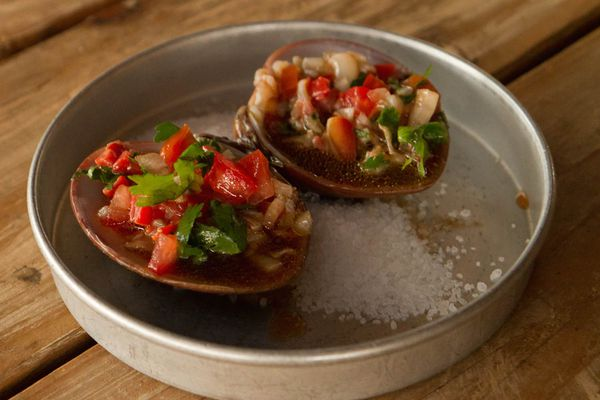 20141102-valle-guadalupe-blood-clams-clay-larsen.jpg