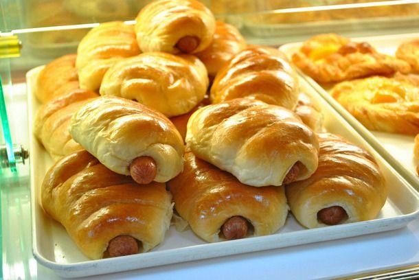 20141001-chinese-bakeries-sweets-fay-da-hot-dog-bun.jpg