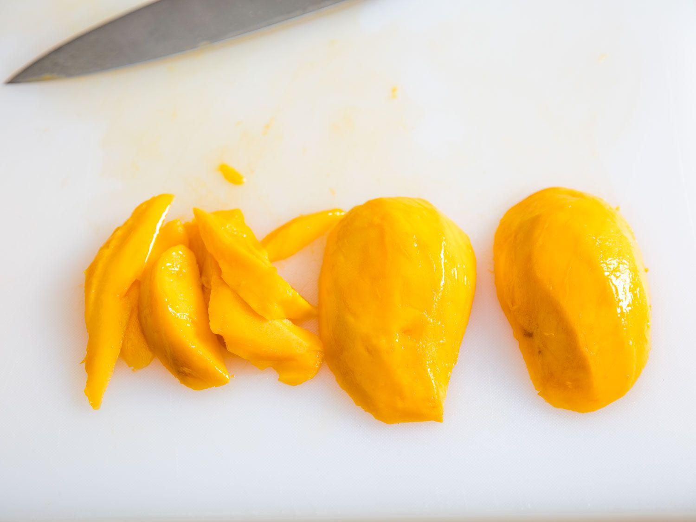 20160323-cutting-mango-vicky-wasik-10.jpg