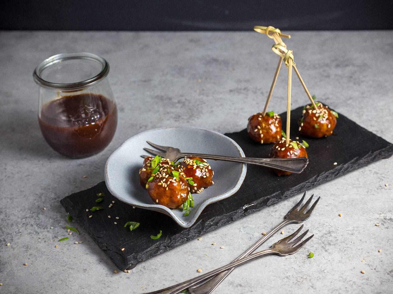20161217-Hoisin-Glazed-Cocktail-Meatballs-3-edit.jpg