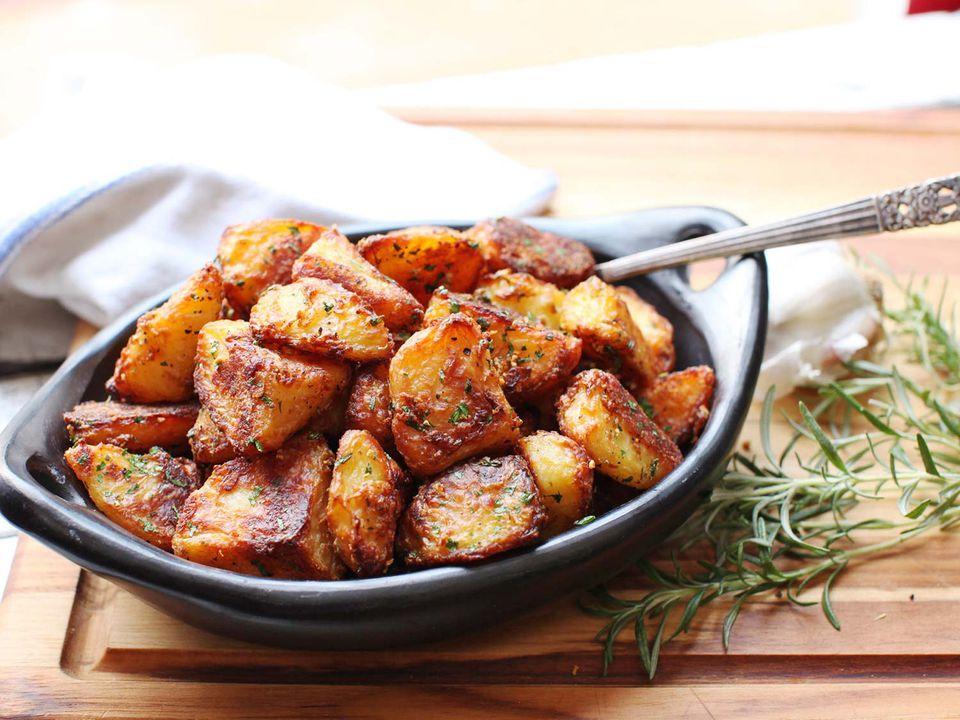 20161201-crispy-roast-potatoes-28.jpg