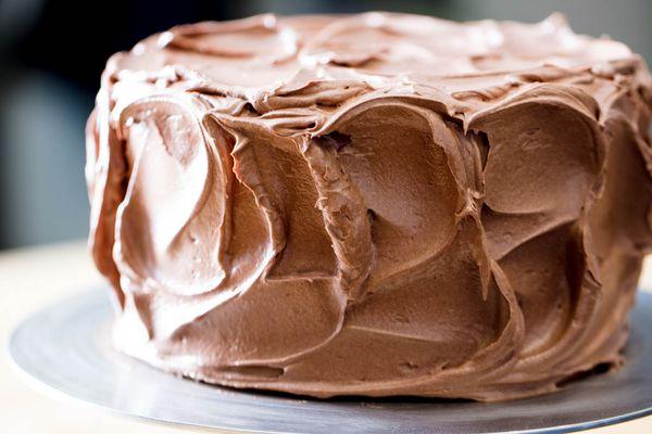 20180131-chocolate-swiss-buttercream-frosting-vicky-wasik-10
