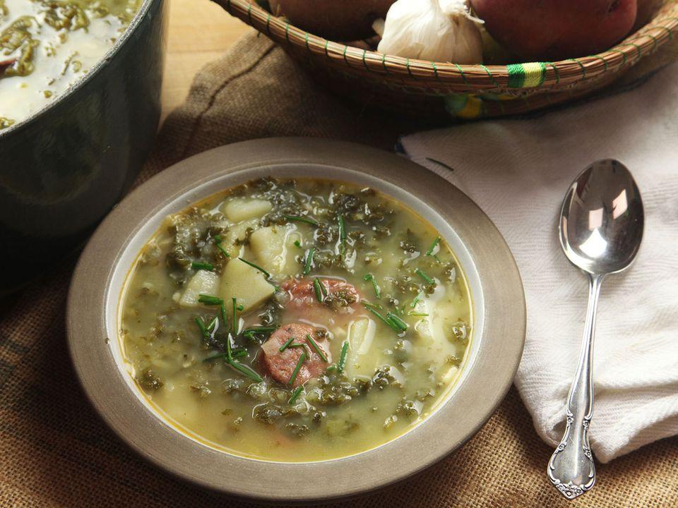 20161212-caldo-verde-portuguese-potato-kale-soup-recipe-06.jpg