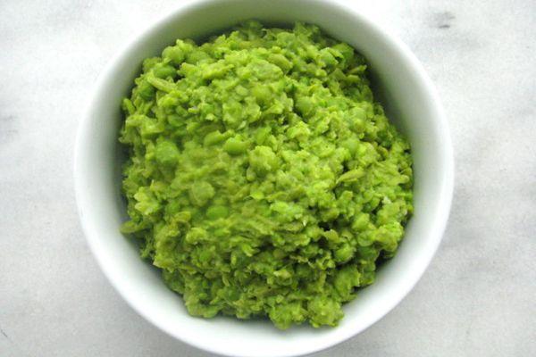 201207-216410-british-bites-mushy-peas.jpg