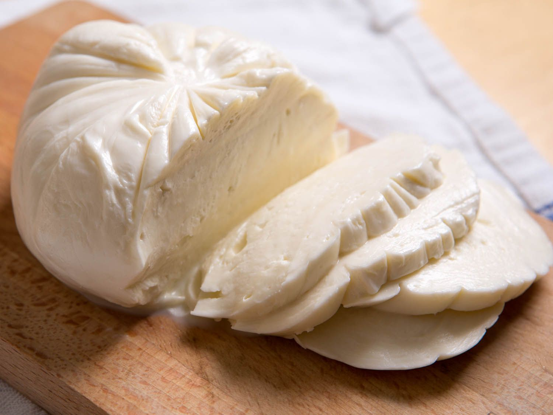 20140819-cheese101-imported-mozzarella-3.jpg