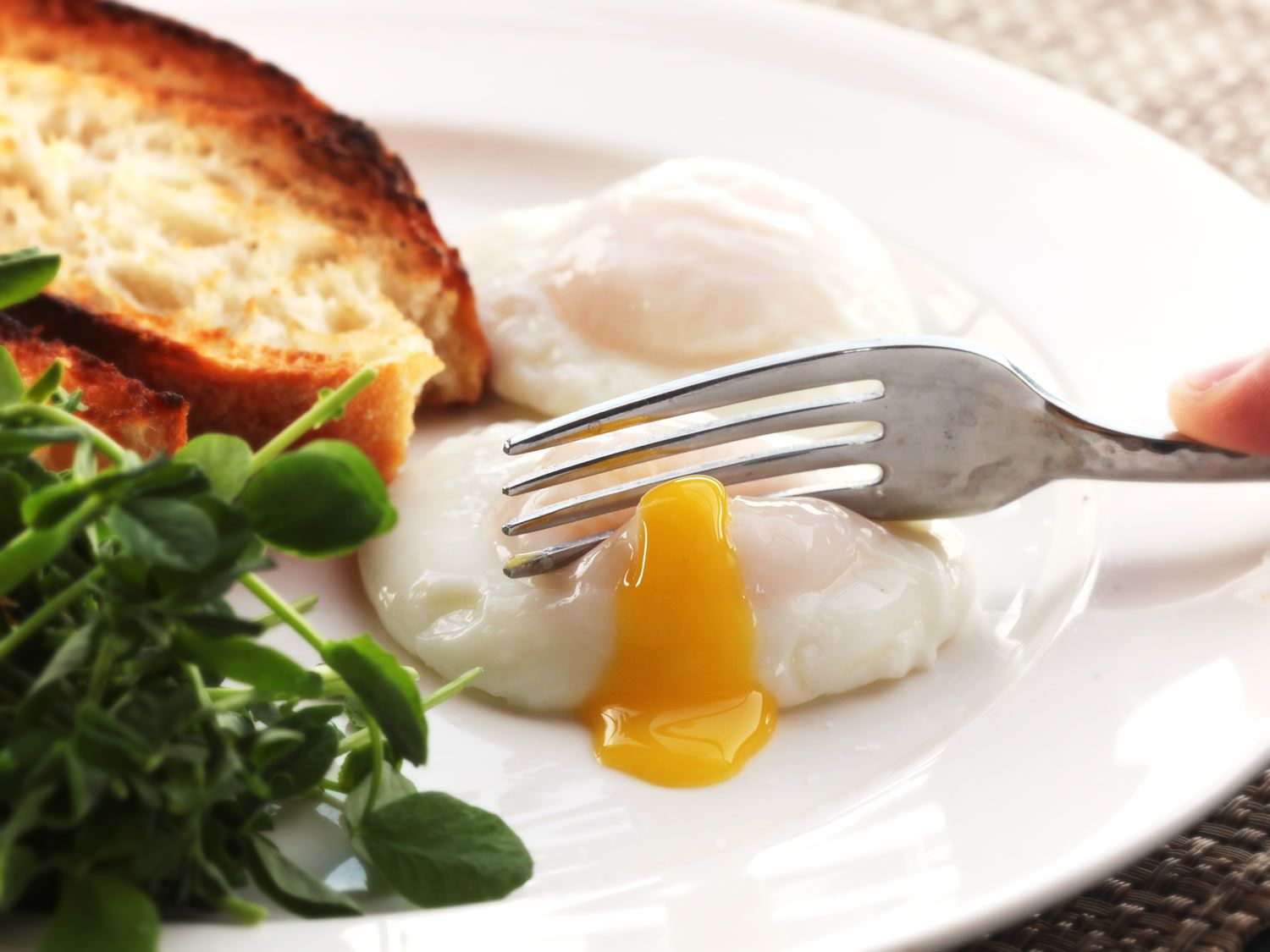 How to Poach Eggs for a Party | The Food Lab