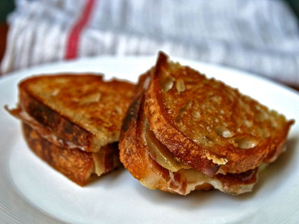 A croque monsieur sandwich