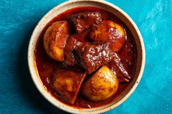 Gaeng Massaman Neua (Thai Massaman Curry with Beef)