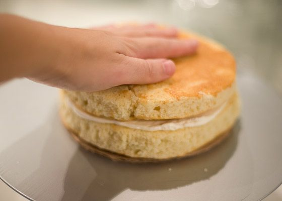 add second cake layer to buttercream filling