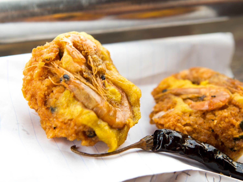 20140802-sri-lankan-food-shrimp-vadai-naomi-tomky.jpg