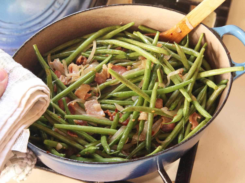 20141109-braised-green-beans-recipe-food-lab-thanksgiving-04.jpg