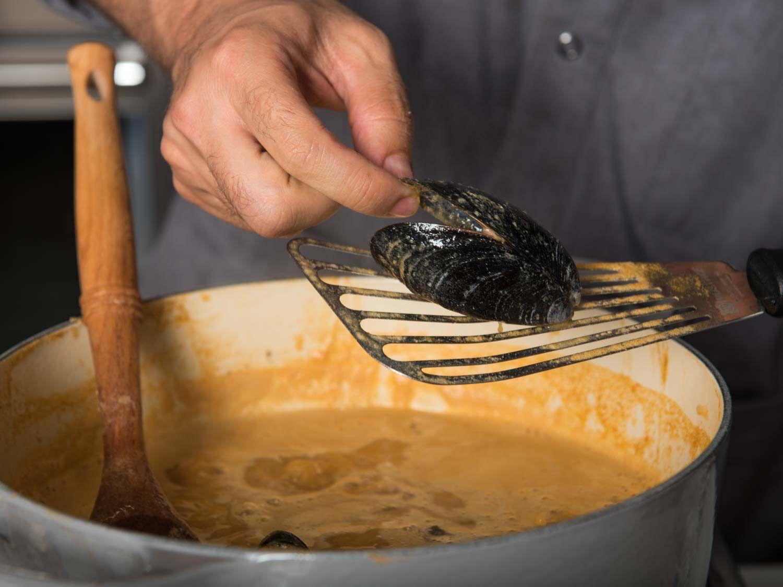 Poaching mussels in bouillabaisse