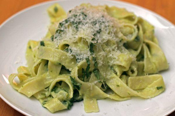 20120117-dt-basil-egg-yolk-pasta.jpg