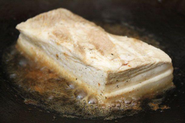 20121008-nasty-bits-bowl-steamed-pork-belly-fried-skin.jpg