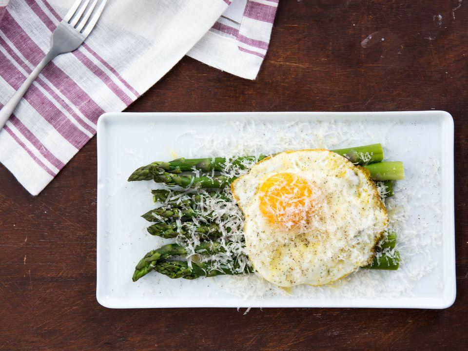20180405-asparagus-alla-milanese-variations-vicky-wasik-2