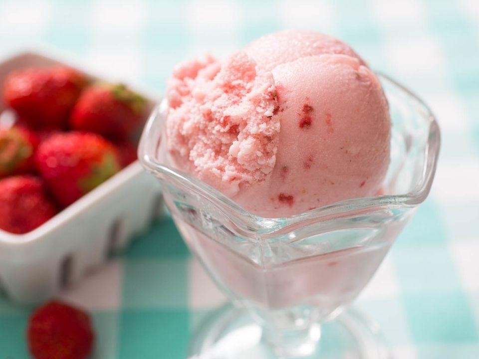 20150706-strawberry-ice-cream-vicky-wasik-4.jpg