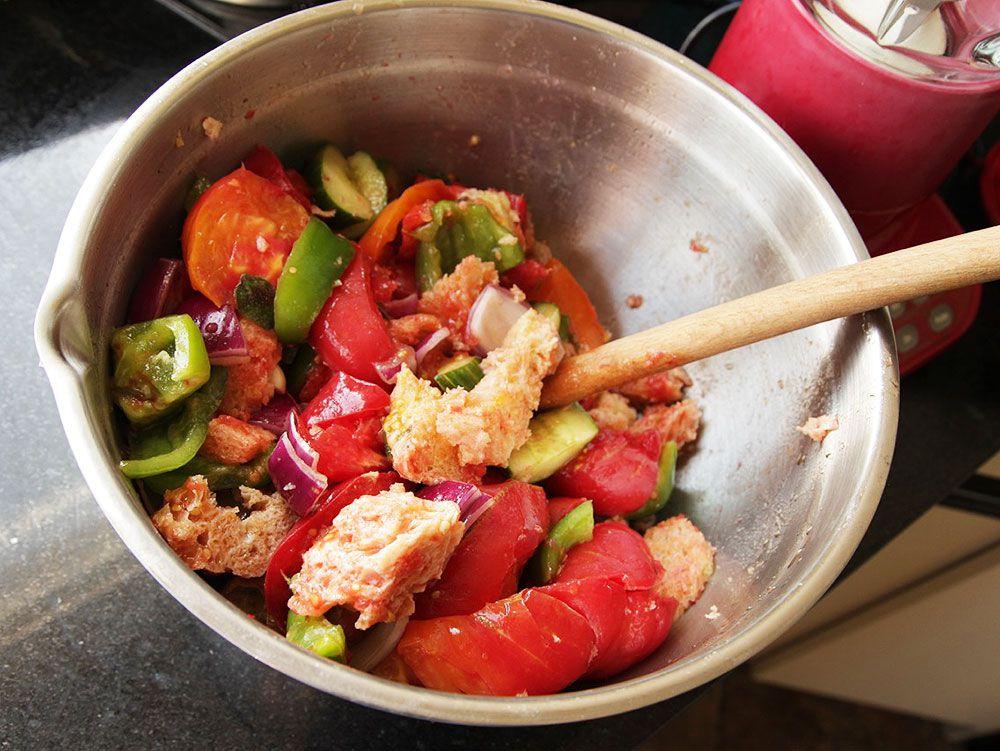 20130827-easy-gazpacho-how-to-recipe-07.jpg