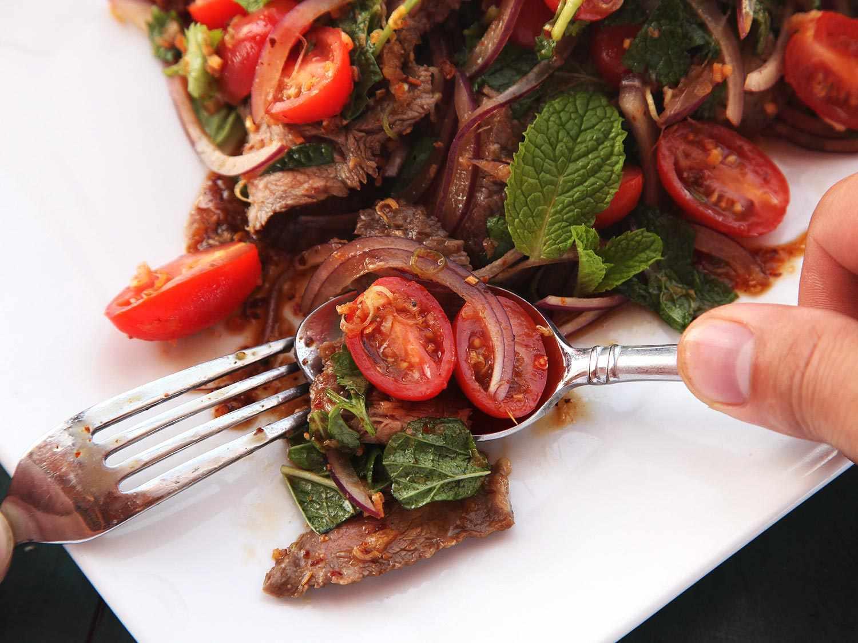 20141030-issan-salad-steak-kenji-12.jpg
