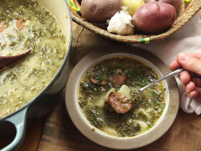 20161212-caldo-verde-portuguese-potato-kale-soup-recipe-13.jpg