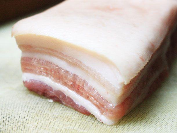 20121109-chichis-chinese-pork-belly-slab.jpg