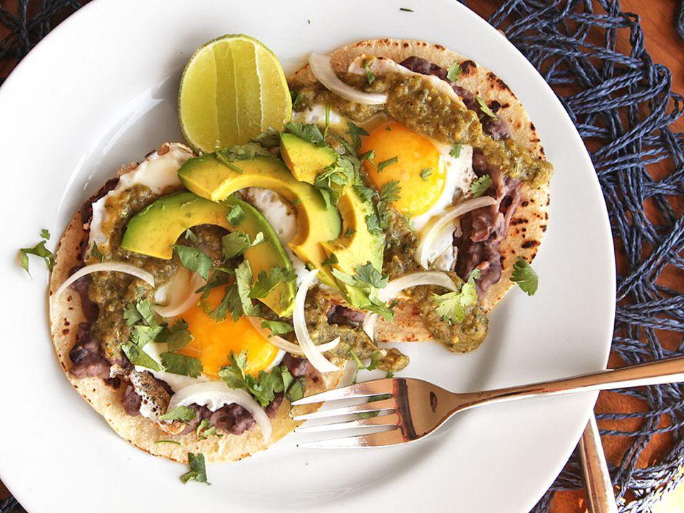20130831-huevos-rancheros-breakfast-tacos-recipe-2.jpg
