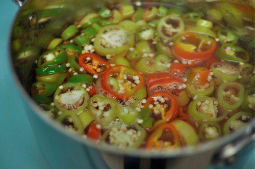 20111021-176169-peppers-in-vinegar-bath.jpg