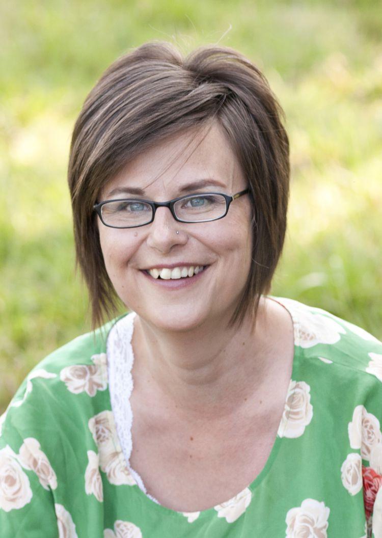 Head shot of author Jodi Helmer
