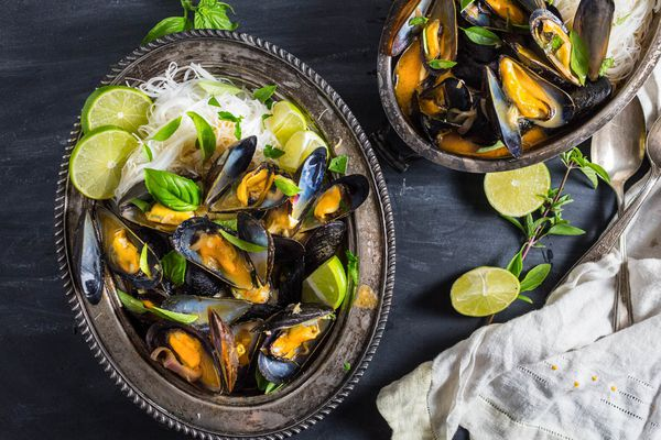 20160723-Mussels-Thai-Red-Curry-Broth-Rice-Noodles-emily-matt-clifton-14.jpg