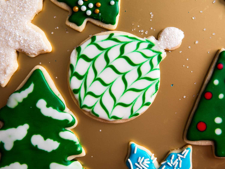 20161207-holiday-cookie-decorating-icing-sugar-cookies-vicky-wasik-4-2.jpg