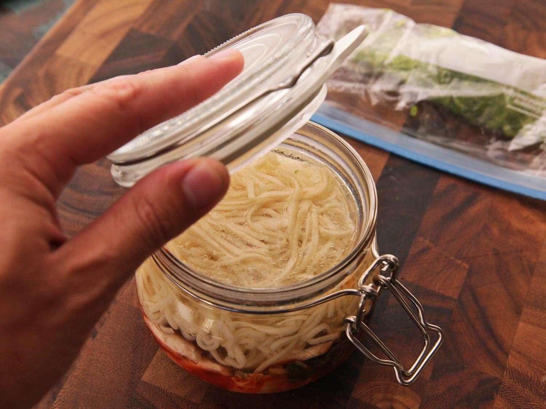 20140929-instant-noodles-diy-recipe-kimchi-beef-13.jpg