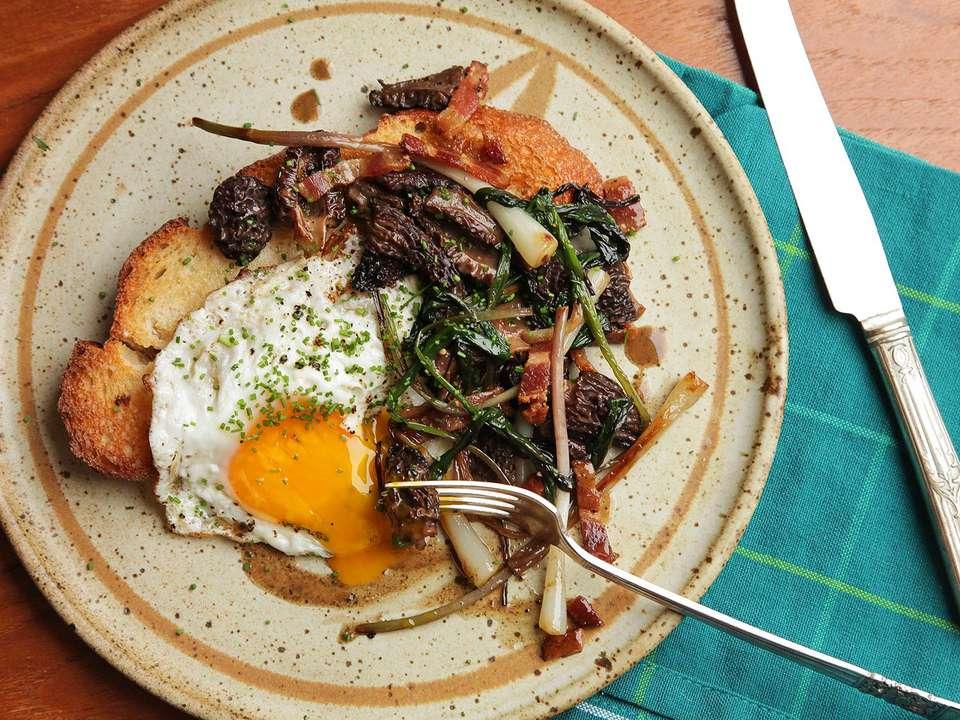 20160509-morel-ramp-fried-egg-toast-3.jpg