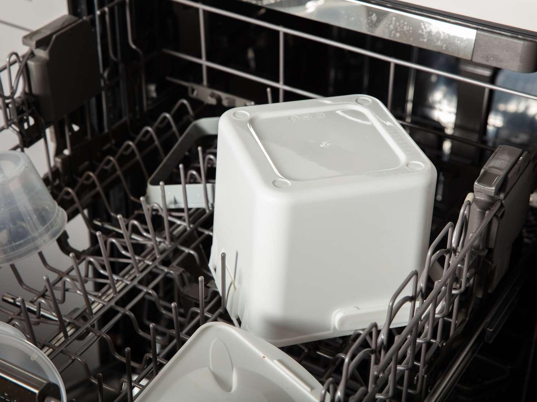Compost bin in the dishwasher