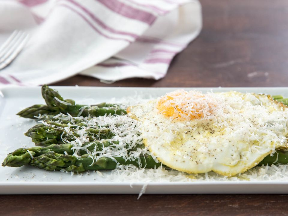 20180405-asparagus-alla-milanese-variations-vicky-wasik-1