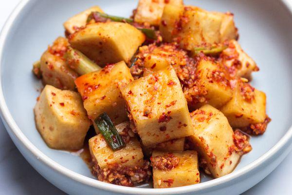Kkakdugi (cubed radish) kimchi
