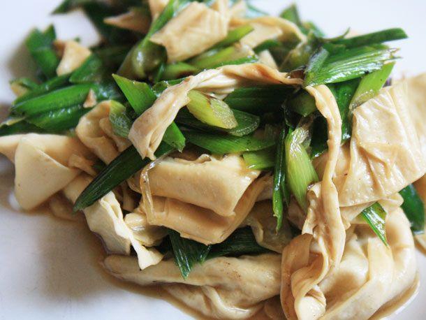 20121019-chichis-chinese-tofu-skin-chives.jpg