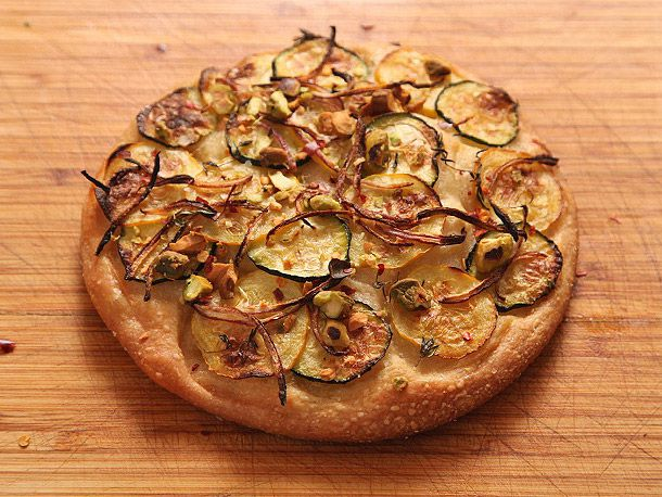 20120206-vegan-pizza-potatoes-zucchini-4.jpg