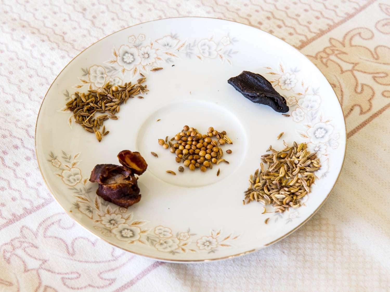 20140802-sri-lankan-food-sri-lankan-spices-naomi-tomky.jpg
