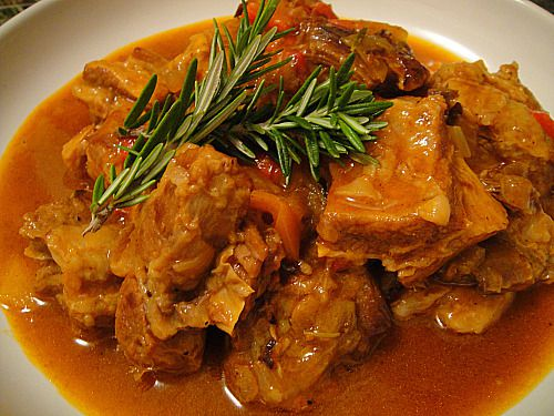A dish of braised veal and peppers.