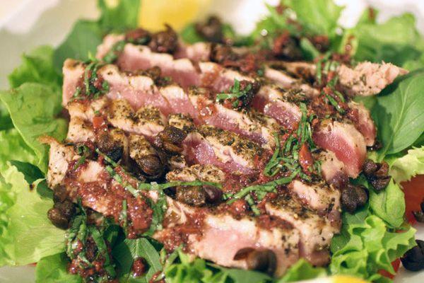 20120531-fiaf-seared-tuna-salad-primary.jpg
