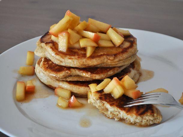 20130327-wakeandbake-rye-pancakes-apple-compote.JPG
