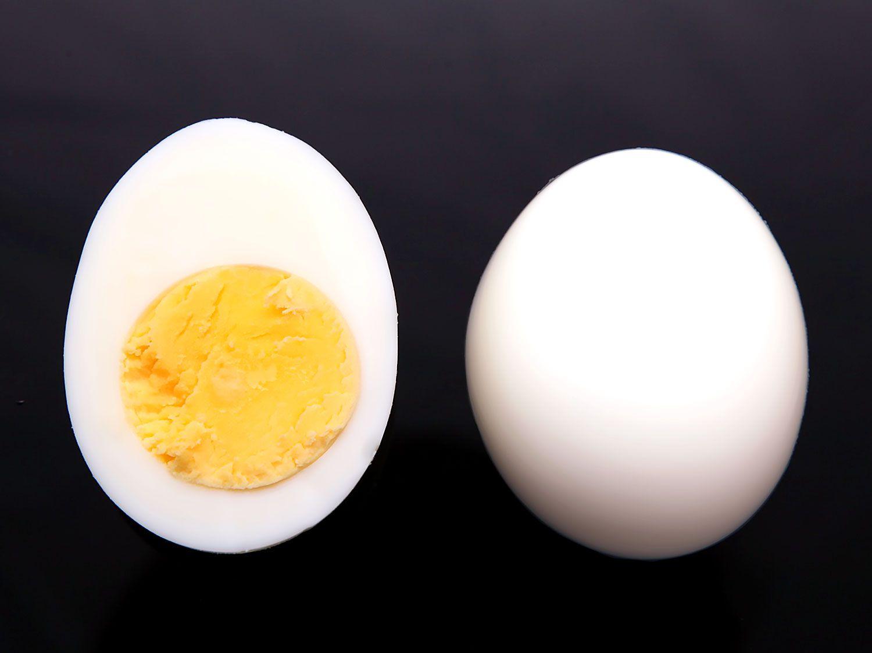 20140430-peeling-eggs-10.jpg