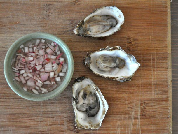 20111218-seriousentertaining-christmasevehorsdoeuves-oysterswithmignonette.JPG