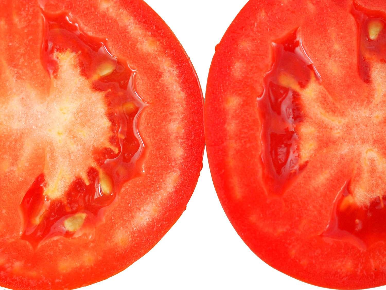 20140719-tomato-test-plum-cut-open-closeup-daniel-gritzer.JPG
