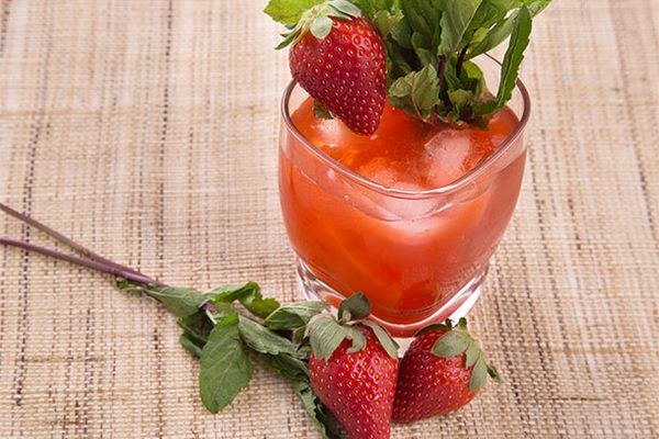 20140326-one-bottle-tequila-strawberry1.jpg