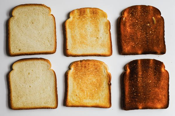 Toaster review: Pieces of toast with varying degrees of doneness